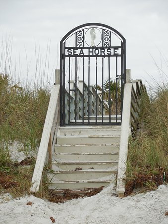 Seahorse Oceanfront Inn: Private entrance to the hotel property from the beach