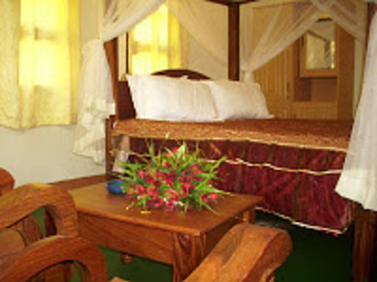 Flamingo Safari Lodge & Camp Site