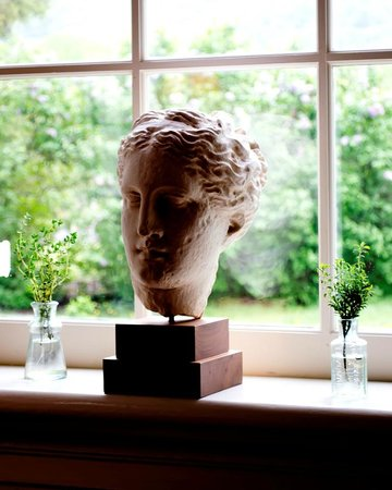 The Farmhouse at Veritas: Statue in one of the sitting rooms