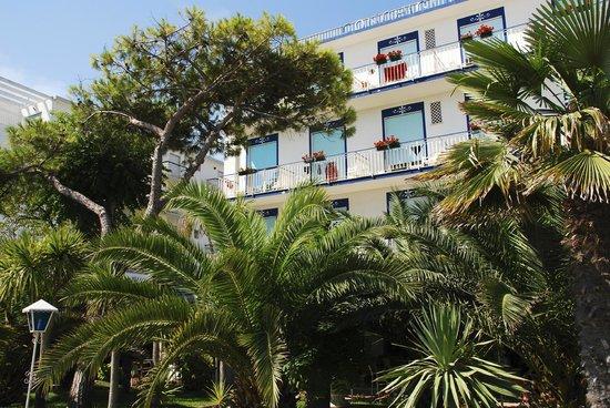 Hotel Conchiglia: das Hotel vom Strand aus