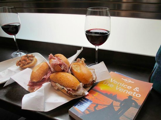 Muro Rialto : Enjoyable cicchetti and wine