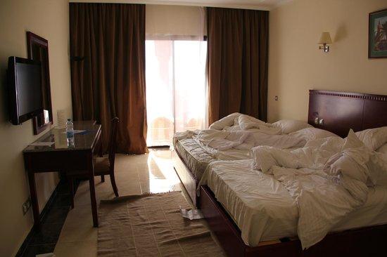 Be Live Family Aqua Fun Marrakech: chambre non faite à notre arrivée