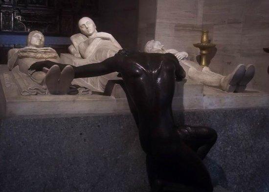 Cathédrale de Caracas : Victorio Macho, escultor español, Monumento a los padres y la esposa del Libertado