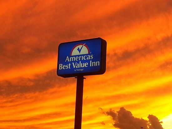 Americas Best Value Inn: Sunset