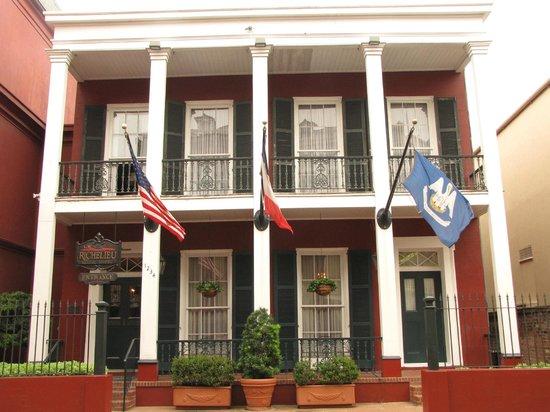 Le Richelieu in the French Quarter : Hotel Le Richelieu facade