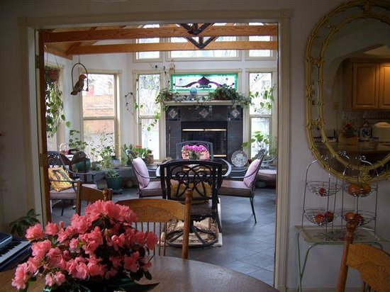 Huber's Inn Port Townsend: Dining and Sun Room
