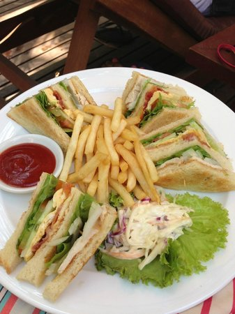 Grand Sunset Angkor Hotel: Best club sandwiches at the pool bar!