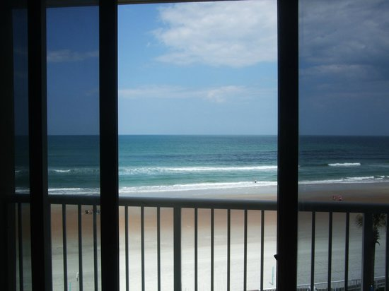 Emerald Shores Hotel: We just love the view.....