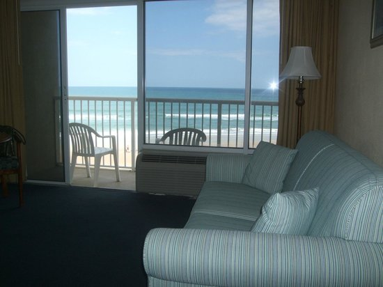 Emerald Shores Hotel: Sitting area  King  size Room 406