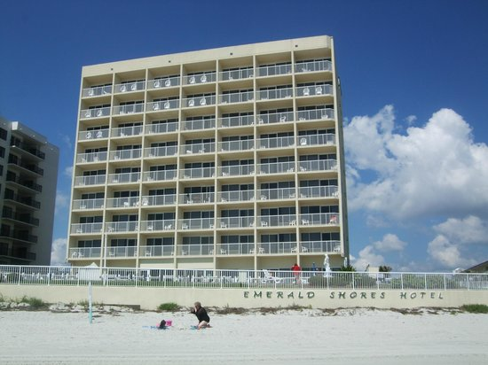 Emerald Shores Hotel : Hotel from the beach