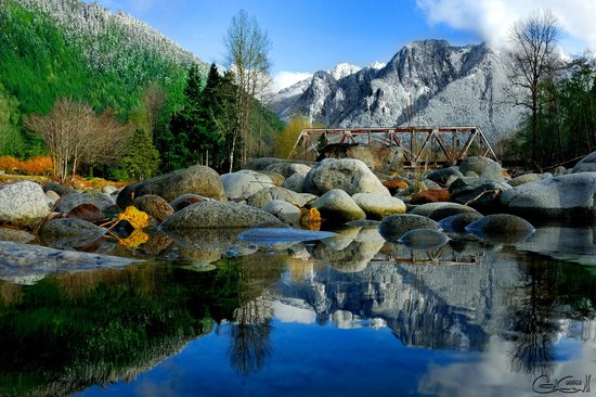 Outdoor Adventures Center - Day Tours: Fall in Index, WA