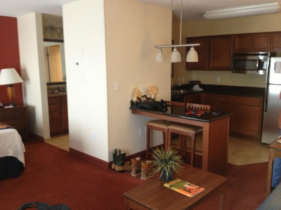 Residence Inn Abilene: kitchenette