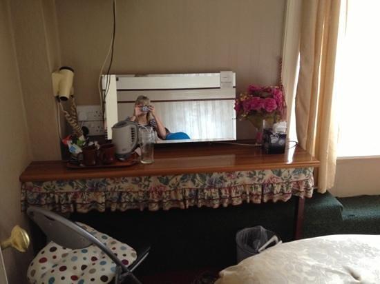 Caroldene Hotel: mirror hair dryer