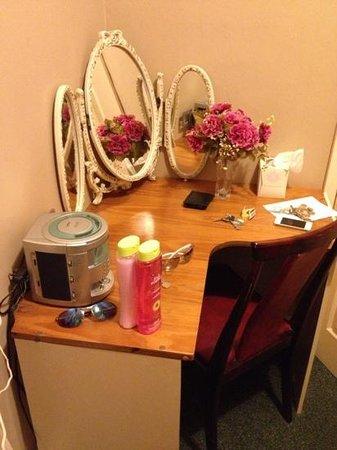 Caroldene Hotel: dressing table, tissues, CD player