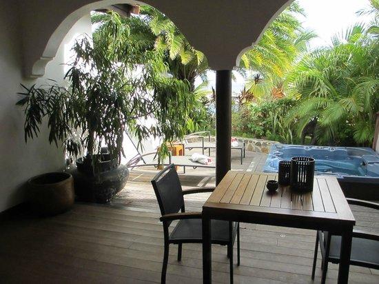 "Baoase Luxury Resort: private lanai with hot tub, ""mawar mira"" suite"