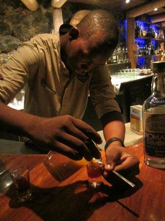 Baoase Luxury Resort: juan carlos behind the bar