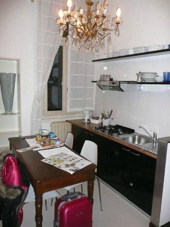 camera doppia in stile Liberty dell\'appartamentino x 4 - Picture of ...