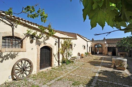 Baglio Siciliamo Country House: Baglio
