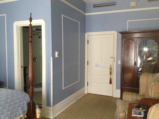 The Oxford Hotel: deluxe queen
