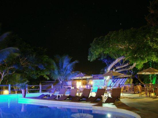 Pontal da Ferradura: Piscina à noite