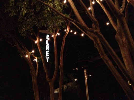 El Rey Burrito Lounge : Front patio sign and trees