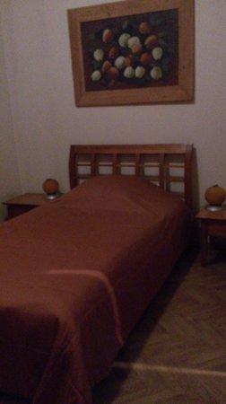 Elizabete Hotel : Полуторная кровать в одноместном номере