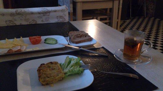 Elizabete Hotel: Завтрак