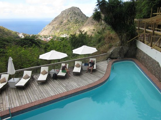 Queen's Gardens Resort & Spa: Quiet Poolside Deck with Amazing Views