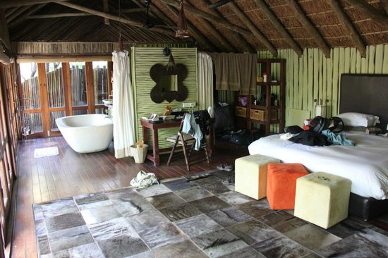 Jaci's Tree Lodge: kamer met favoriete kleed