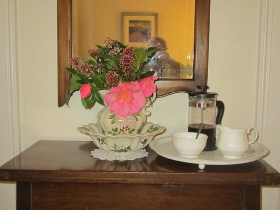 Kilmahon House: Coffee in bed