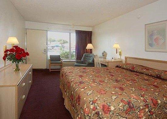 Econo Lodge Dallas Airport North: guest room