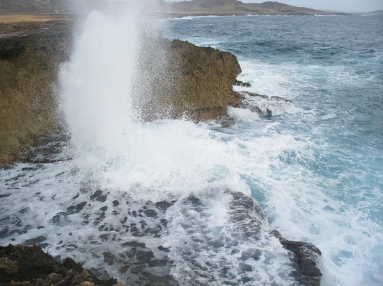 Club Arias B&B: Blowhole on rocky side (north) of Aruba