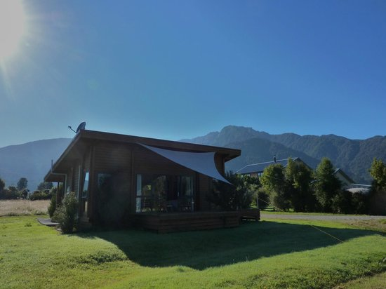 Ribbonwood Retreat Bed and Breakfast: Ribbonwood Retreat - cottage with a view!