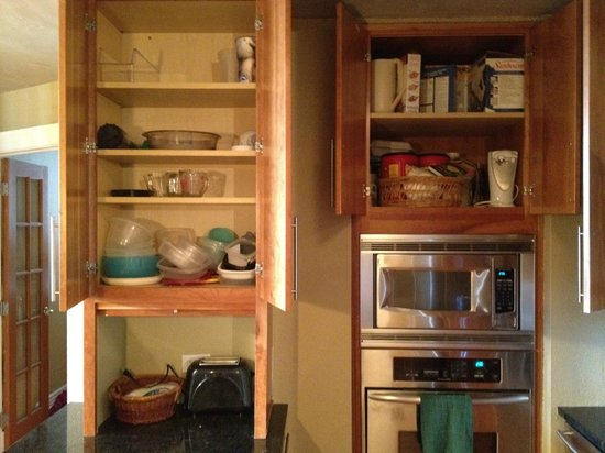 Brooks Tower Furnished Apartments at 16th Street Mall: crap in the kitchen