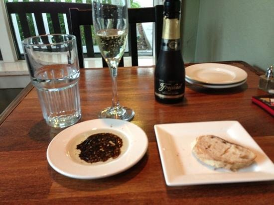 Berryvale Cafe: bread and balsamic to start