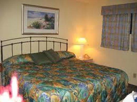 Surf Suites Motel: master bedroom