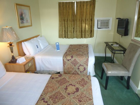 Bayside Inn & Waterfront Suites: Classic 2 Double Room