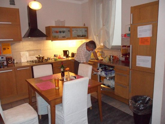 AQQ Hostel: Kitchen/Dining Room