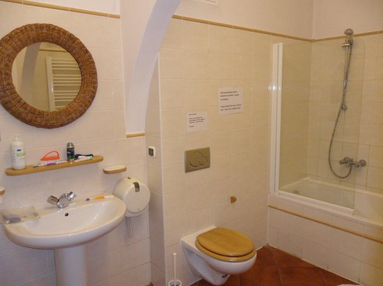AQQ Hostel: Bathroom