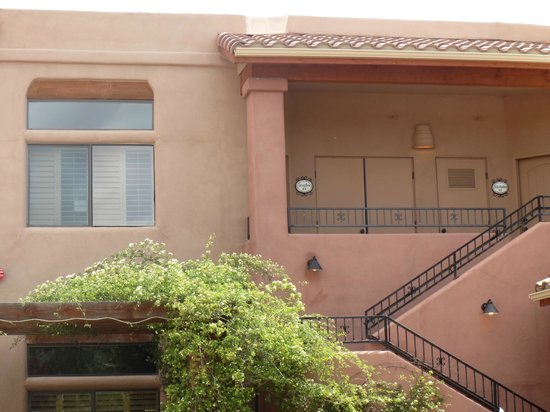 Las Posadas of Sedona: Our room from the parking area.