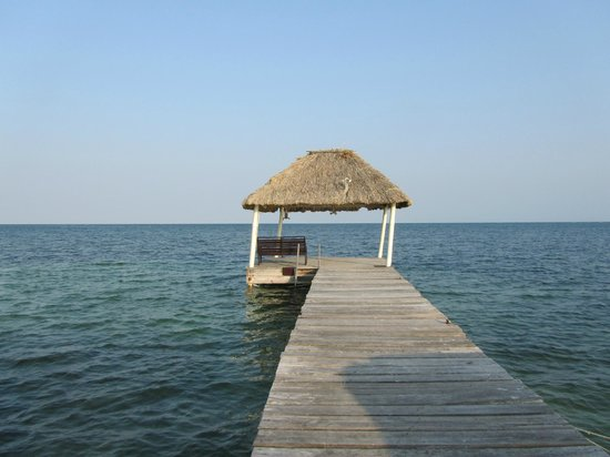 Captain Morgan's Retreat : boat dock right outside the rooms - read or fish