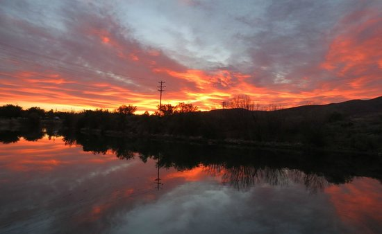 Riverbend Hot Springs: Sunrise over the Rio Grande