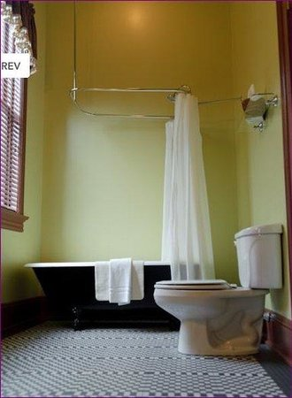 The Fitzpatrick Hotel: BATHROOMSTANDARD