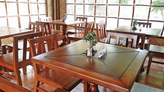 Susan's Place: Ipil tables