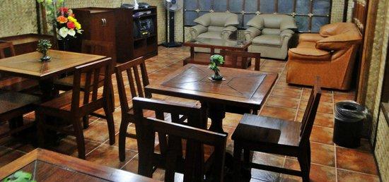 Susan's Place: lounge area