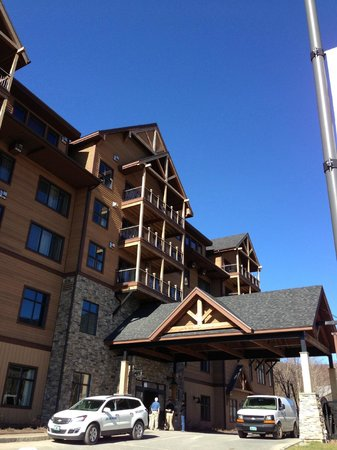The Tram Haus Lodge at Jay Peak Resort: Tram Haus Lodge from entry