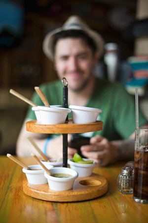 Los Tacos Bar n' Grill: Complementary sauces