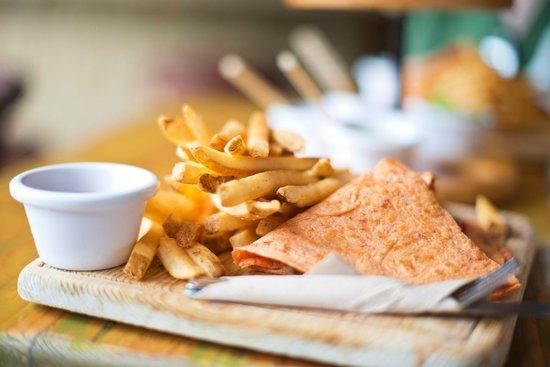 Los Tacos Bar n' Grill: Vegetarian Quesadilla with fries.
