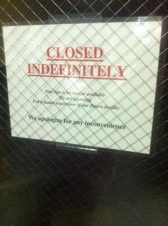 Courtyard Raleigh-Durham Airport/Morrisville : hot tub closed indefinitely. but other signs pointing to it all over hotel.