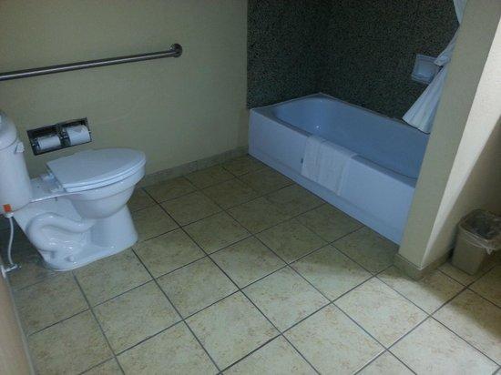 Comfort Suites Brunswick: Bathroom Floor